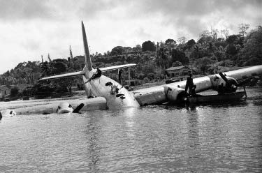 VH-EBW in Port Vila